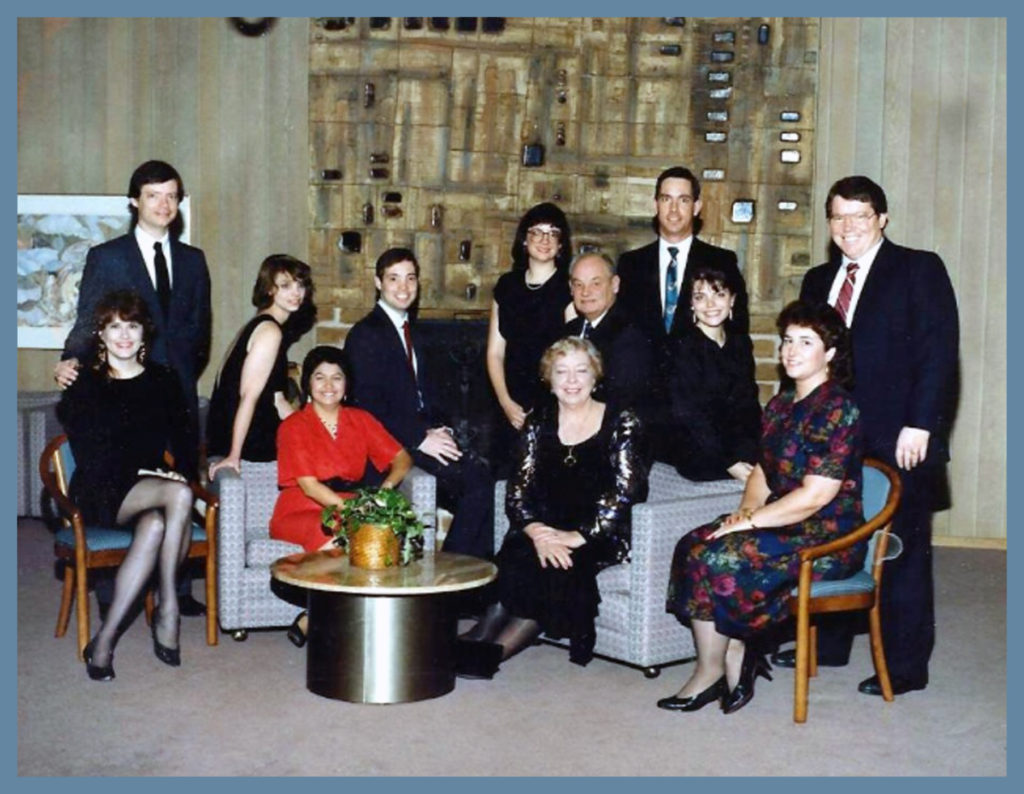 Chet, Florence and their seven children plus some spouses.